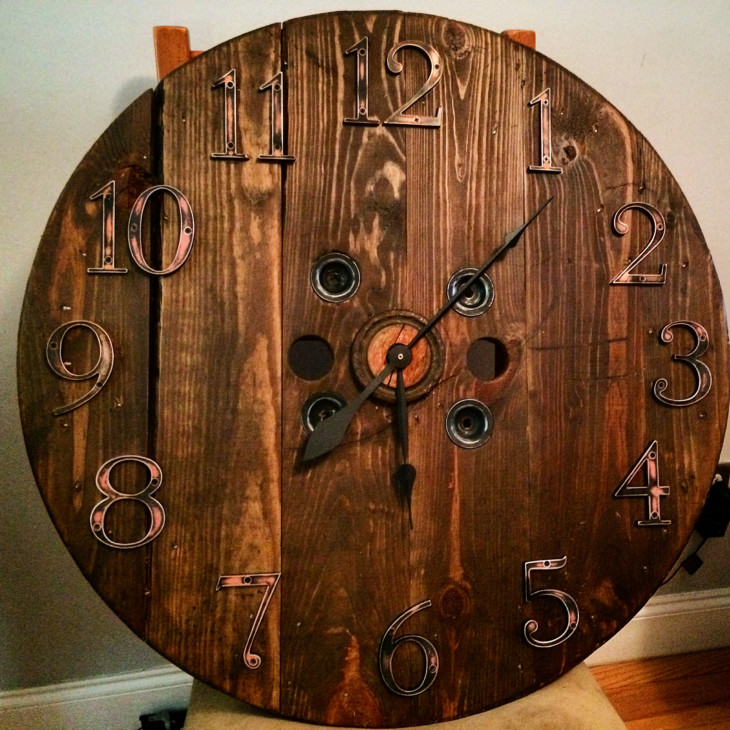 Diy Antique Wood Pallet Clock Claire Tastes