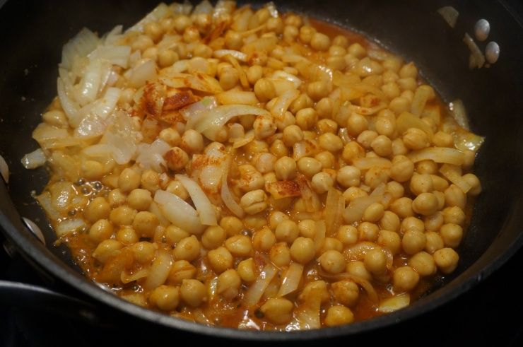 Cook onions, garlic and chickpeas.
