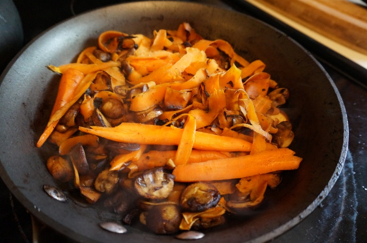 Cook carrots and mushrooms.